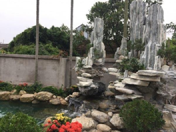 Hòn non bộ đá tuyết sơn cho không gian sân vườn