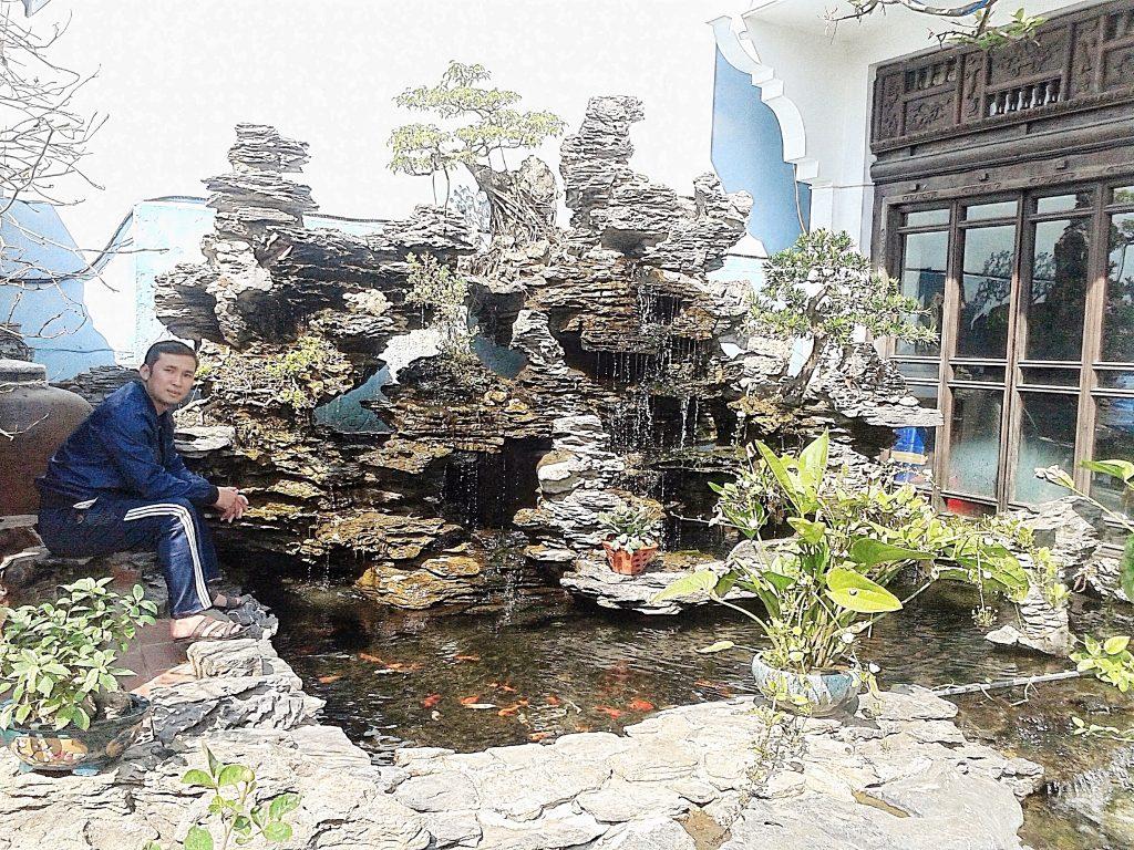 Thác nước-hồ koi: chất liệu đá thạch thư rừng cúc phương: cao 3,6m, rộng 3,8m
