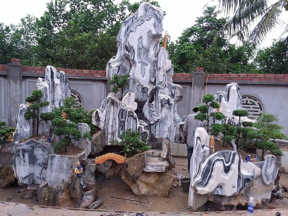 Non bộ đá Tuyết sơn Quỳ hợp- cao: 2,6m- rộng 2,8m